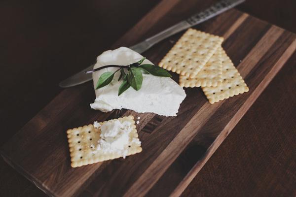Comment découper du fromage de chèvre ?
